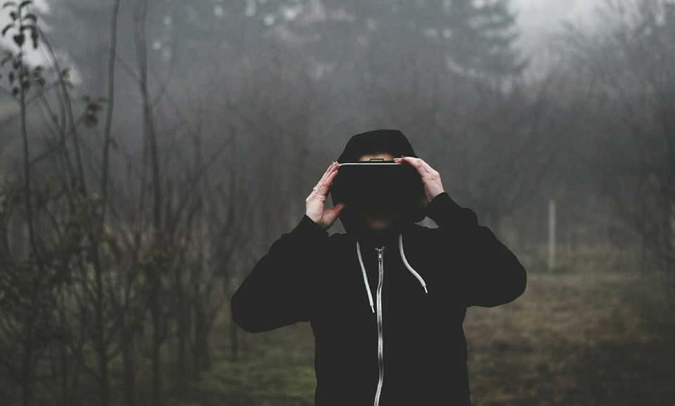 virtual-reality-1898441_960_720